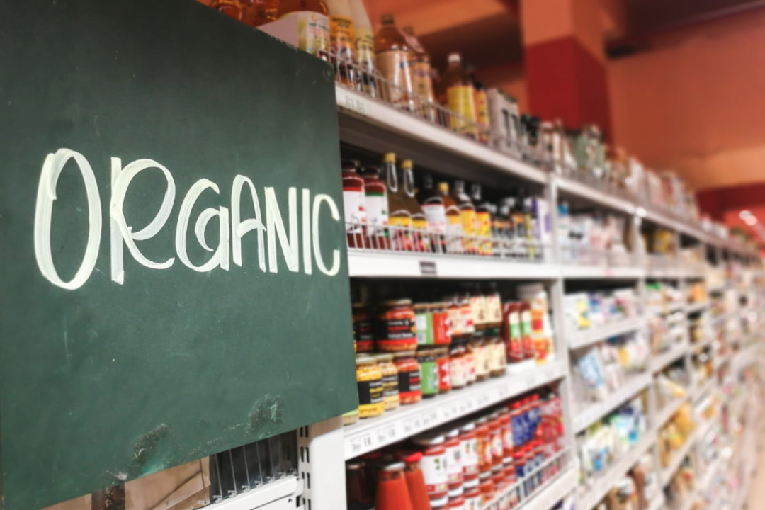 Organic grocery section sign
